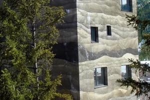 rechts:<br />Diese wellenartige Struktur erreichten Mierta &amp; Kurt Lazzarini Architekten (Samedan/CH) mit Stampfbeton aus Grauzement, dessen Schichten mit Pigmenten eingefärbt und durch Stampfen verdichtet wurden<br />