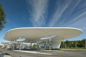 Die dynamische Architektur des neuen ZOB Pforzheim wird von Stützen aus Verbundquerschnitten in Stahl und Beton mit kreuzförmiger Innenaussteifung getragen<br /><br />