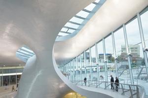 """Die """"Transferhalle"""" besteht aus amorphen Freiformhybriden für deren Erstellung die Architekten auf Schiffsbautechniken zurückgriffen"""