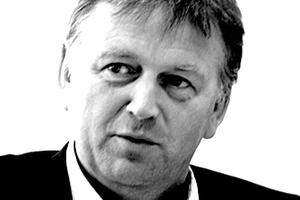 "<div class=""fliesstext_vita""><strong>Helmut Oberholz</strong></div><div class=""fliesstext_vita"">1954 geboren in Heiligenhausen</div><div class=""fliesstext_vita"">Studium der Architektur an der FH Essen, der TU Berlin, an der RWTH Aachen, 1981-1987 als Architekt tätig. 1988 Partner bei JSK Düsseldorf 1992-2009 Gesellschafter bei JSK, Frankfurt. </div><div class=""fliesstext_vita"">2010 Umfirmierung von JSK Düsseldorf zu Slapa Oberholz </div><div class=""fliesstext_vita"">Pszczulny-SOP-Architekten</div>"
