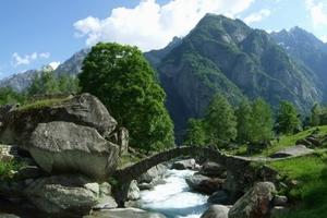 Alte Steinbrücke beim Weiler Puntid
