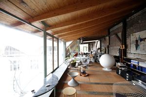 Atelier mit Arbeitstischen<br />