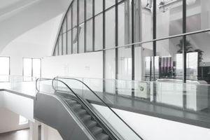 """Ende der Kunstvertikalen auf Ebene 7, Blick in die von einem Restaurant und Disko genutzten """"Kathedrale"""""""