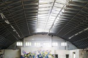 """Die so genannte """"Lamellenhalle"""" auf dem Junkalor-Werksgelände, vor dem Brand<br />"""