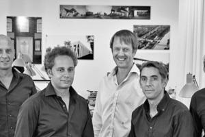 """<div class=""""fliesstext_vita""""><strong>netzwerkarchitekten, Darmstadt</strong><br />www.netzwerkarchitekten.de</div> <div class=""""fliesstext_vita""""></div> <div class=""""fliesstext_vita"""">Das Büro netzwerkarchitekten wurde 1998 von Thilo Höhne, Karim Scharabi, Philipp Schiffer, Jochen Schuh, Markus Schwieger und Oliver Witan gegründet und wird seitdem in dieser Konstellation geführt. Mittlerweile ist das Team durch angestellte Architekten, freie Mitarbeiter und Studenten auf ca. 30 Personen gewachsen. Die unterschiedlichen Schwerpunkte und Interessen der einzelnen Partner sind Grundlage einer intensiven, inhaltlich umfassenden Auseinandersetzung mit den vielfältigen Aufgabenstellungen. In dieser Arbeitsweise erfährt jedes einzelne der Projekte eine eigene Prägung, ohne einer konstanten formalen oder inhaltlichen Ideologie unterstellt zu werden. Mit großem Erfolg nimmt das Büro an offenen und geladenen Wettbewerben sowie an Gutachterverfahren teil. Die hieraus hervorgegangen Realisierungen wurden bereits vielfach mit renommierten Auszeichnungen und Architekturpreisen bedacht und in der Fach- und Tagespresse veröffentlicht. Lehraufträge, Gastprofessuren und zahlreiche Vorträge ergänzen die Arbeit des Büros.</div>"""