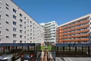 Verdichtetes Wohnen mit Blick in den Garten. Die größeren Balkone und die Rettungstürme wurden erneuert. Die Wendeltreppen sind nun der 2. Fluchtweg für die ausschließlich zum Innenhof ausgerichteten 1-Zimmer-Wohnungen in der Max-Beckmann-Straße 31