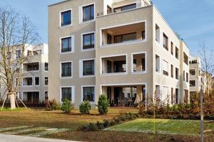 Jede Erdgeschosswohnung erhält einen durch eine Buchenhecke eingegrenzten Vorgartenbereich, der individuell gestaltet werden darf Die Wohnungen darüber verfügen über einen großzügigen Loggia-bereich