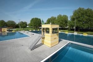 Auf Augenhöhe: Springer und Schwimmmeister im DJK Bad, Münster<br />