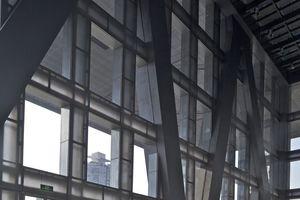 Das Foyer lässt Konstruktion und Dimensionen erahnen