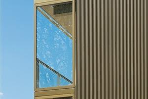 Ein wesentliches Element, das dem Gebäude seine Eleganz verleiht, sind die ein Meter um die Ecke laufenden Fixverglasungen an den Gebäudeenden