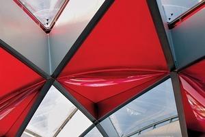 Ausschnitt des nicht brandgeschützten Dachtragwerks des Einkaufzentrums Médiacité in Lüttich/BE