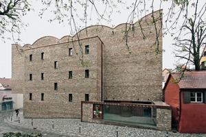 Das Kunstmuseum Ravensburg steht am südlichen Rand der Altstadt. Die Steine für die Fassade stammen aus dem Abbruch eines Klosters