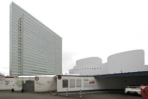 Hinterhofstimmung am Gustaf-Gründgens-Platz? Hier die kleine Garage hinter der Schlussmauer am Platz<br />