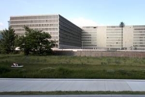 Übergeben: Geheimdienstzentrale mit Antennenpalmen und 5000 Zimmern