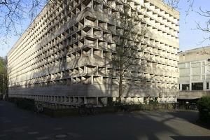 ... So die Universitäts- und Stadtbibliothek ...