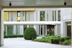 """<div class=""""10.6 Bildunterschrift"""">Zum Einsatz kamen Betone unterschiedlichster Expositions-und Festigkeitsklassen. So wurden für Sichtbetonflächen der Kapelle und einzelner Fassadenergänzungen Spezialbetone verwendet, die speziell hierfür entwickelt wurden</div>"""