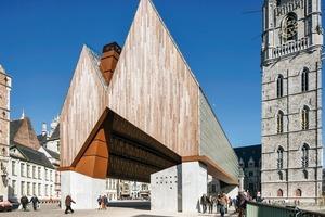 Die Proportionen der Giebelfassaden mit einem höheren und einem niedrigeren First sowie das Verhältnis der Gebäudelänge zur Gebäudebreite und der Dachhöhen entspricht den Proportionen, der historischen Häuser Gents