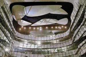 """<div class=""""9.6 Bildunterschrift"""">Für den Innenraum der Oper wurden zunächst akustische Anforderungen genau studiert. Daraus wurde dann die Form des Konzertsaales generiert</div>"""
