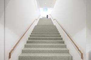 Zentrale Treppe zum Archiv, der Verwaltung und der Bibliothek ganz oben
