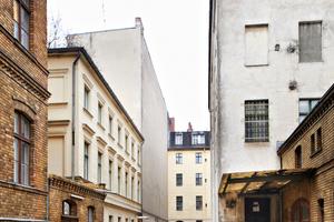 Die Bebauung der Potsdamer Straße 91 erfolgte chronologisch gestaffelt in mehreren Baustufen zwischen 1860 und 1883. In Berlin gibt es nur wenige Höfe, die diese Zeitschichten in dieser Form aufzeigen