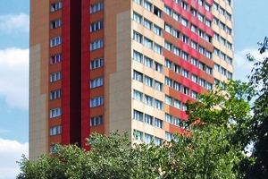 2009: Anfang der 1990er-Jahre wurde der Wohnturm das erste Mal saniert. Das strenge Fassadenraster wurde zerstört und durch Isolierglasfenster auf einer klassischen Fensterbrüstung ersetzt