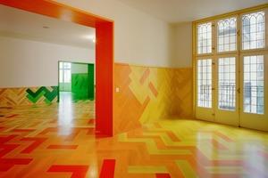 Wie ein Puzzle wurden die Boden- und Wandplanken zu einem Gesamt-Farbverlauf, genau nach Plan, zusammengesetzt<br />