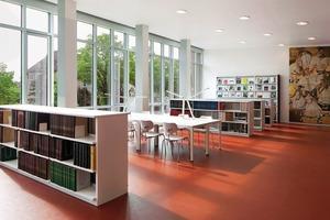 Bei der Farbwahl beschränkten sich die Architekten auf die Farben: Schwarz, Weiß, Grün und Rot