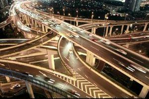Der Preis der Mobilität: alles schneidende Straßen, Lärm, Dreck und Zeit- wie Kapitalverluste