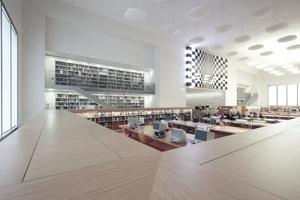 """Der Rara-Lesesaal auf Foyerebene mit den so genannten """"Logen""""."""