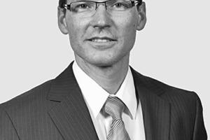 """<div class=""""autor_linie""""></div><div class=""""dachzeile"""">Autor</div><div class=""""autor_linie""""></div><div class=""""fliesstext_vita"""">Philipp Müller, Dipl.-Ing. Maschinenbau mit Schwerpunkt Energietechnik, ist seit 1992 in verschiedenen Führungsfunktionen im Metallbau tätig. 2001 begann er als Manager R&amp;D bei Hydro Building Systems und war seitdem für verschiedene Forschungsprojekte zur Nachhaltigkeit und zum Energiemanagement verantwortlich. 2009 übernahm er die Position als Senior Consultant Building Physics &amp; Sustainability, seit 2011 ist er Teamleader Expertise &amp; Innovation der jetzigen Sapa Building Systems.</div><div class=""""autor_linie""""></div><div class=""""fliesstext_vita"""">Infos unter: <a href=""""http://www.powerhouse.no"""" target=""""_blank"""">www.powerhouse.no</a>; <a href=""""http://www.wiocona.de"""" target=""""_blank"""">www.wiocona.de</a></div>"""