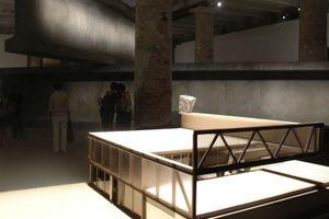 Dritter Raum: 1:1-Nachbildungen der Hauptträger des Hemeroscopium, eines extravaganten wie genialen Wohnhauses von Antón Garcia Abril und Ensamble Studio