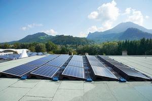 Beste Aussichten auf eine langfristig problemlose Energieausbeute bietet das sicher abgedichtete Dach unter der Solaranlage