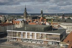 Der Kulturpalast mit Dachaufbauten, von Süden gesehen<br />