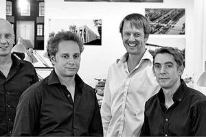 """<div class=""""dachzeile""""></div><div class=""""autor_linie""""></div><div class=""""fliesstext_vita"""">netzwerkarchitekten: 1997 gründeten Thilo Höhne, Karim Scharabi, Philipp Schiffer, Jochen Schuh,<br />Markus Schwieger und Oliver Witan das Büro netzwerkarchitekten mit Sitz in Darmstadt. Ein interdisziplinäres Team mit mehr als 25 Mitarbeitern beschäftigt sich mit den Aufgabestellungen rund um die Themen Architektur, Städtebau und Gestaltung. </div><div class=""""autor_linie""""></div><div class=""""fliesstext_vita"""">Mehr Informationen: <a href=""""http://www.baukunsterfinden.org"""" target=""""_blank"""">www.baukunsterfinden.org</a>, <a href=""""http://www.netzwerkarchitekten.de"""" target=""""_blank"""">www.netzwerkarchitekten.de</a></div>"""