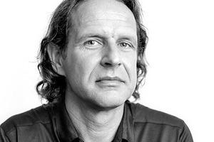 """<div class=""""fliesstext_vita""""><strong>Deppisch Architekten, Freising</strong><br />www.deppischarchitekten.de</div> <div class=""""fliesstext_vita"""">Im Jahr 2002 gründete Michael Deppisch (l.) das Architekturbüro Deppisch Architekten in Freising. Spezialisiert auf Sanierung, Umbau, Denkmalschutz und Neubau sind insgesamt 10 Mitarbeiter in dem Architekturbüro beschäftigt. Johannes Dantele (r.) ist der Projektleiter des e% Wohnungsbaus in Ansbach. Das Büro hat schon mehrmals den Holzbaupreis Bayern gewonnen und ist mit Anerkennungen ausgezeichnet worden. </div>"""