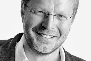 """<div class=""""autor_linie""""></div><div class=""""dachzeile"""">Autor</div><div class=""""autor_linie""""></div><div class=""""fliesstext_vita"""">Diplom-Ingenieur Dieter Heller (52) ist seit Jahren ausgewiesener Experte für den Baustoff Leichtbeton. Bereits 1995 trat er dem Bundesverband Leichtbeton bei und sitzt diesem seit 2002 als Geschäftsführer vor. Zudem zeichnet er für eine Vielzahl von Kompetenz-, Forschungs- und Entwicklungszentren rund um das Thema Leicht-</div><div class=""""fliesstext_vita"""">beton verantwortlich.</div><div class=""""autor_linie""""> </div><div class=""""fliesstext_vita"""">Informationen unter: <a href=""""http://www.leichtbeton.de"""" target=""""_blank"""">www.leichtbeton.de</a></div>"""