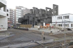 Baustelle 2015, links der Rohbau der Schule, in der Mitte die Kirche Johannis XXIII.