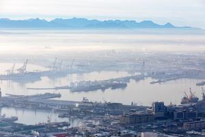 Blick auf den Hafen. Das Zeitz MOCAA sieht man unten rechts