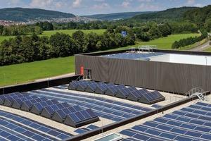 Abb. 7: Einlagig verlegte Abdichtungen mit Kunststoffdachbahnen sind die Basis für langfristige Funktionssicherheit auch einer Solaranlage