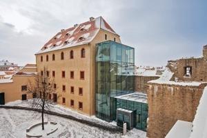 Die Architekten von Bauconzept<sup>®</sup> erweiterten das Ensemble um einen Treppenturm, ein Foyer und einen Verbindungsgang – alles aus Glas