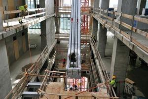 Der Kern sollte nur so groß werden, dass Aufzüge, Treppenhäuser und Installationsschächte untergebracht werden konnten