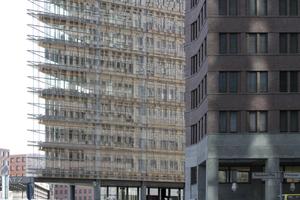 """Wird auf den Stand gebracht: Renzo Pianos """"Forum Tower"""", heute """"Potsdamer Platz 11"""" (Gebäude in Teilansicht links)"""