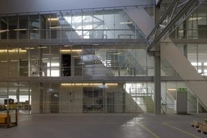 Die Produktion ist nur durch eine Glasscheibe von den Büroräumen getrennt<br />