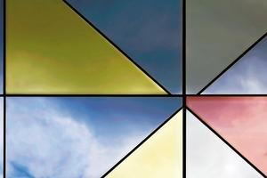 Bei opaken Fassadenelementen wurden Gläser in den Farbtönen Silber, Gold oder helle Bronze auf Isolierpaneele geklebt