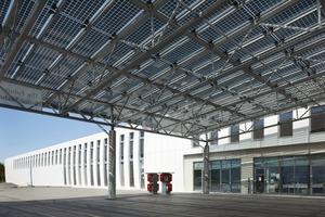 Ziel dieser Fabrik ist die CO<sub>2</sub>-neutrale Produktion. Es soll nichtnur auf vorhandene Erzeugungsressourcen zurückgegriffen werden, sondern es werden erneuerbare Energien wie Photovoltaik, Windenergie oder Biogas zugebaut und gefördert<br />