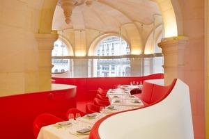 Nicht nur die Galerie stammt aus dem Büro Decq auch das Mobiliar wurde von den Architekten extra hierfür entworfen<br />