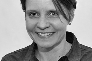 """<div class=""""autor_linie""""></div><div class=""""dachzeile"""">Autorin</div><div class=""""autor_linie""""></div><div class=""""fliesstext_vita""""><span class=""""ueberschrift_hervorgehoben"""">Jun.Prof. Dr.-Ing. Angèle Tersluisen</span> studierte im Anschluss an eine Bauzeichnerlehre Architektur an der TU Darmstadt und der ETH Zürich. Sie war Wissenschaftliche Mitarbeiterin am Fachgebiet Entwerfen und Wohnungsbau der TU Darmstadt, wo sie promovierte. Seit 2010 leitet sie als Juniorprofessorin das Fachgebiet Hauskybernetik am Fachbereich Architektur der TU Kaiserslautern. Hier forscht sie auf dem Gebiet des Sammeln und Speicherns volatiler Energien in Architekturen.</div>"""
