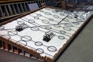 Ein dreidimensional verformtes Schalungselement für die Elbphilharmonie