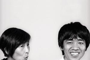 <p><strong>Sanaa</strong></p><p><strong>Kazuyo Sejima</strong><br />Geboren 1956 in Mito; Studium an der privaten Japan Women's University Nihon Joshi Daigaku; 1981 Abschluss mit dem Master; 1981-1987 Zusammenarbeit mit Toyo Ito Architect´s &amp; Associates,1987 Gründung des eigenen Büros Kazuyo Sejima &amp; Partner. Zusammen mit ihrem früheren Angestellten Ryue Nishizawa führt sie seit 1995 das Architekturbüro Sanaa. Sie lehrt an der Keio University, hat eine Gastprofessur an der GSD in Harvard und an der ETH Zürich. Im November 2009 wurde sie als Direktorin der Architekturbiennale in Venedig 2010 benannt </p><p></p><p><strong>Ryue Nishizawa</strong></p><p>Geboren 1966 in Tokio; Studium an der National University of Yokohama; 1990 Abschluss mit dem Master. Er arbeitet zuerst bei Kazuyo Sejima &amp; Associates bevor er 1995 mit Kazuyo Sejima das Büro Sanaa sowie 1997 sein eigenes Büro gründete; Im Büro Sanaa kümmert er sich vorwiegend um internationale Wettbewerbe. Derzeit hat er eine Gastprofessur an der National University of Yokahama. </p>