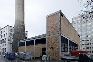 Ehemaliges Fernheizkraftwerk. Rechts im Hintergrund das Institut für Physik und Mathematik II